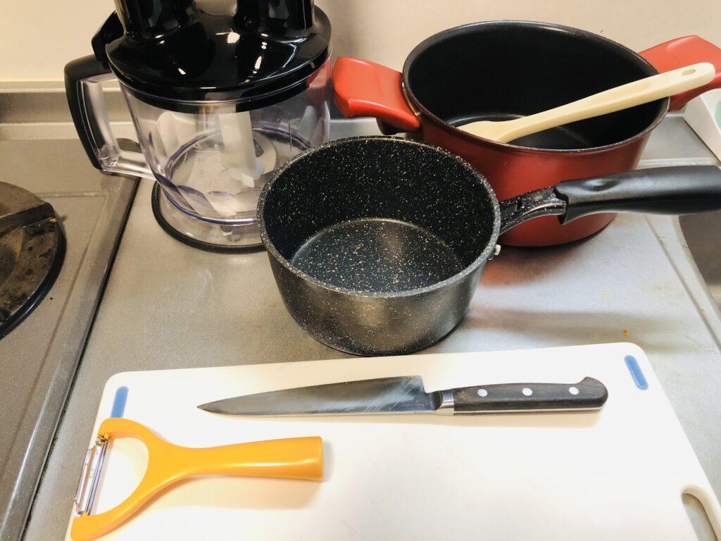ボロネーゼを作るための調理器具画像です。