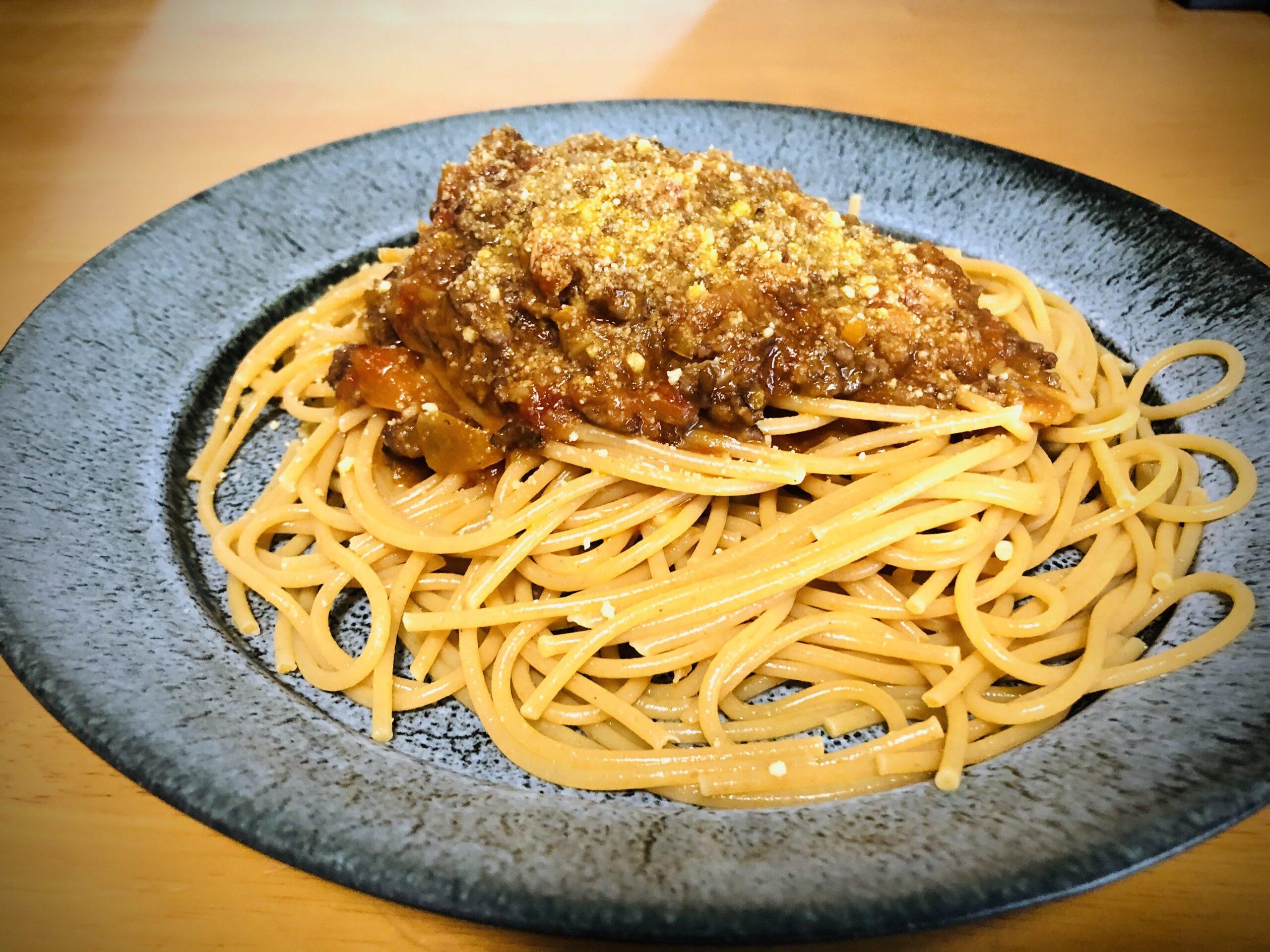 ボロネーゼソースをかけたスパゲッティーニの画像です。