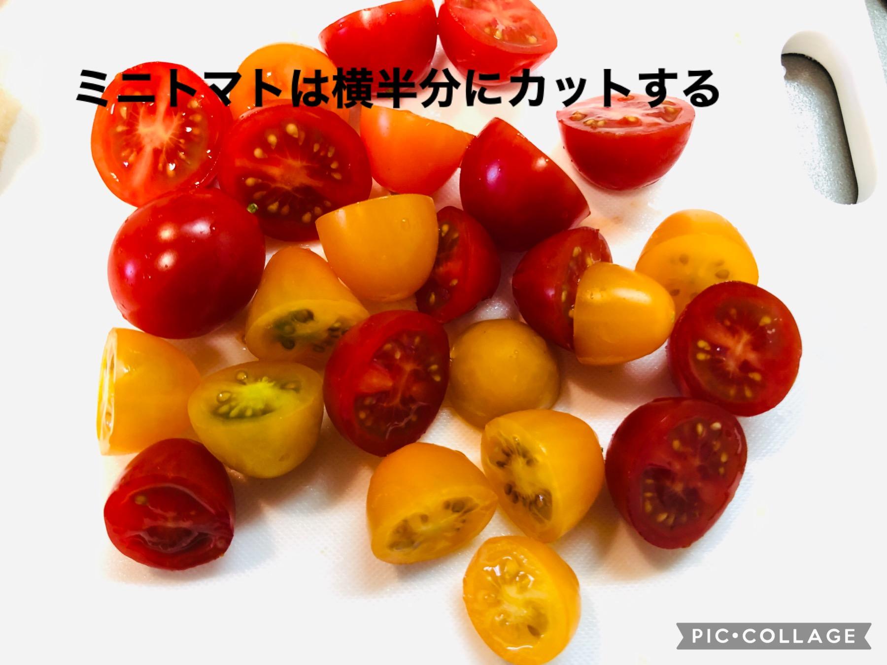 横半分に切ったプチトマトの画像です