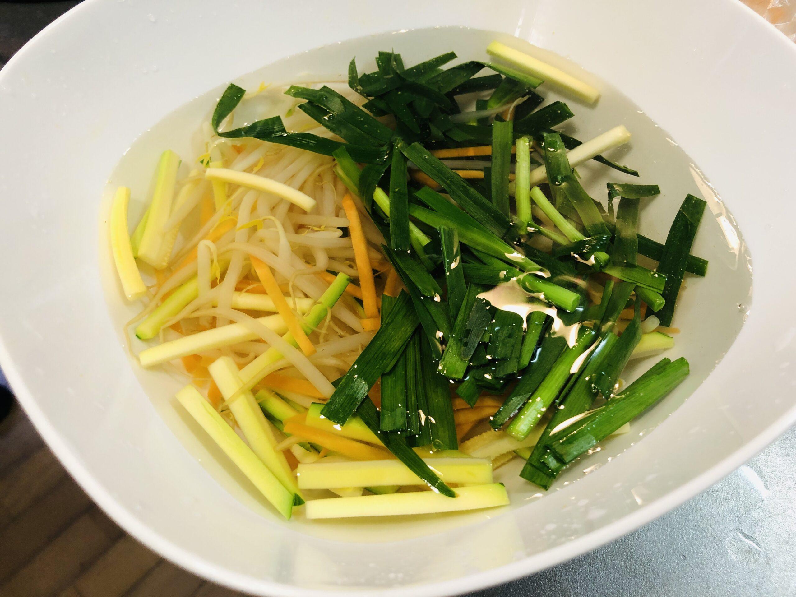 冷水に落した野菜の画像です