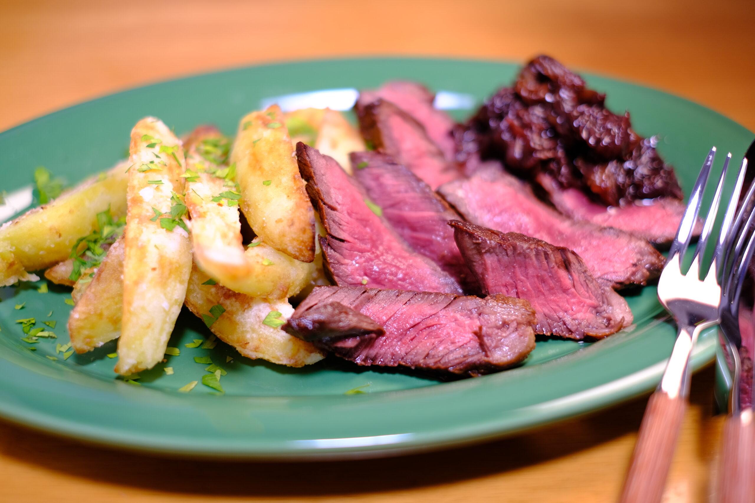 牛ハラミ肉ステーキの盛り付け完成画像