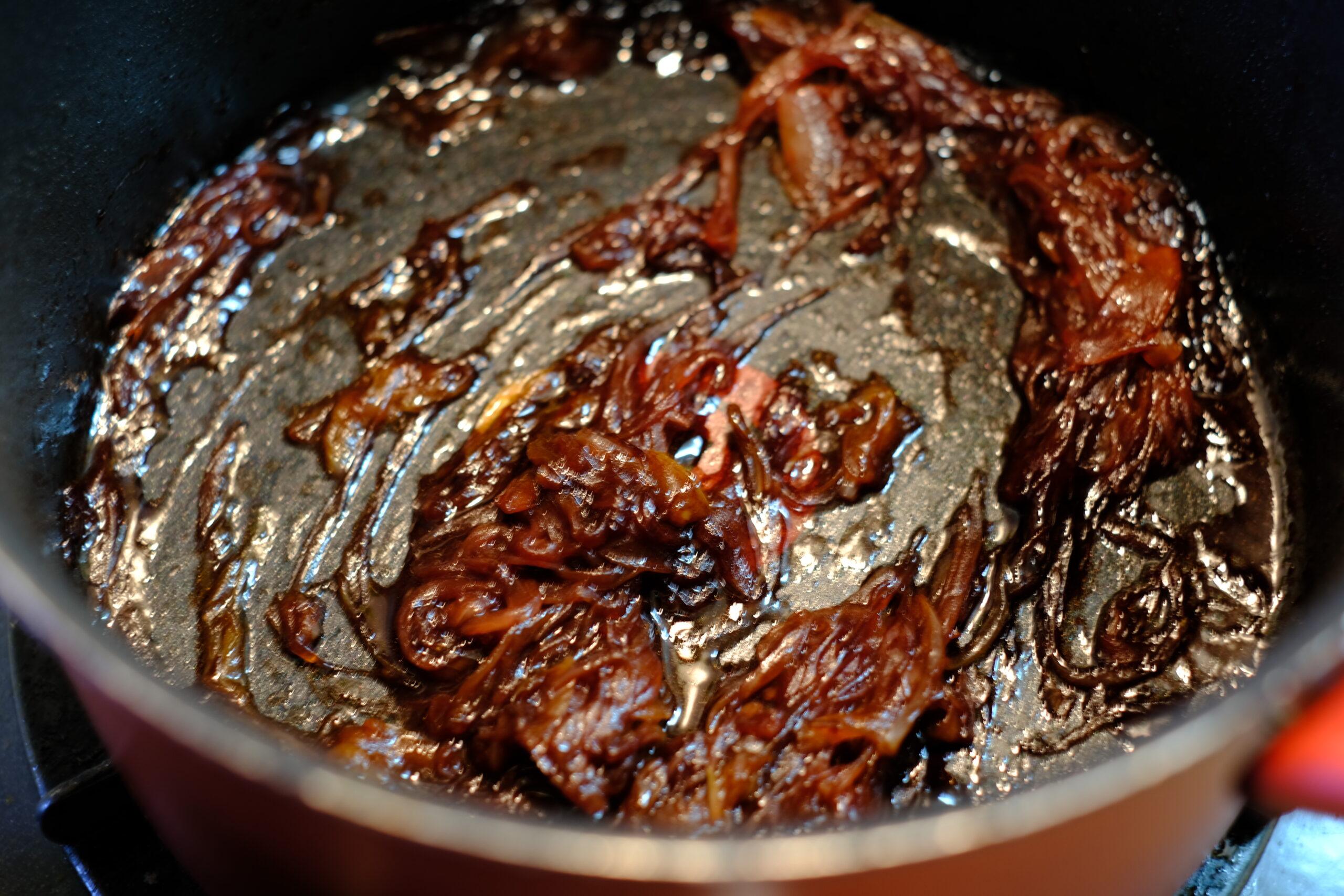 赤ワインが煮詰まって、バターを加え馴染ませた画像