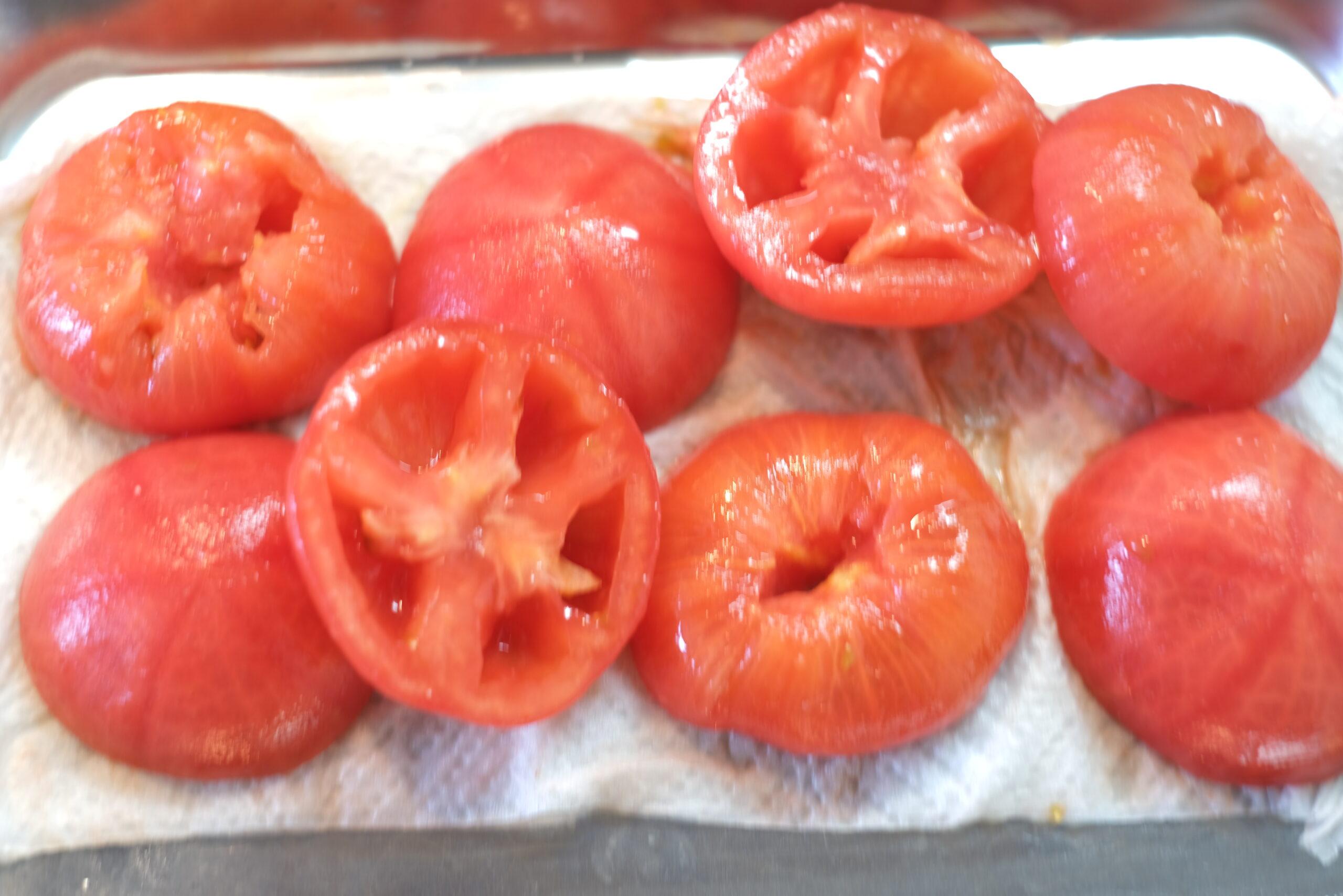 種を取り除いたフルーツトマトの画像