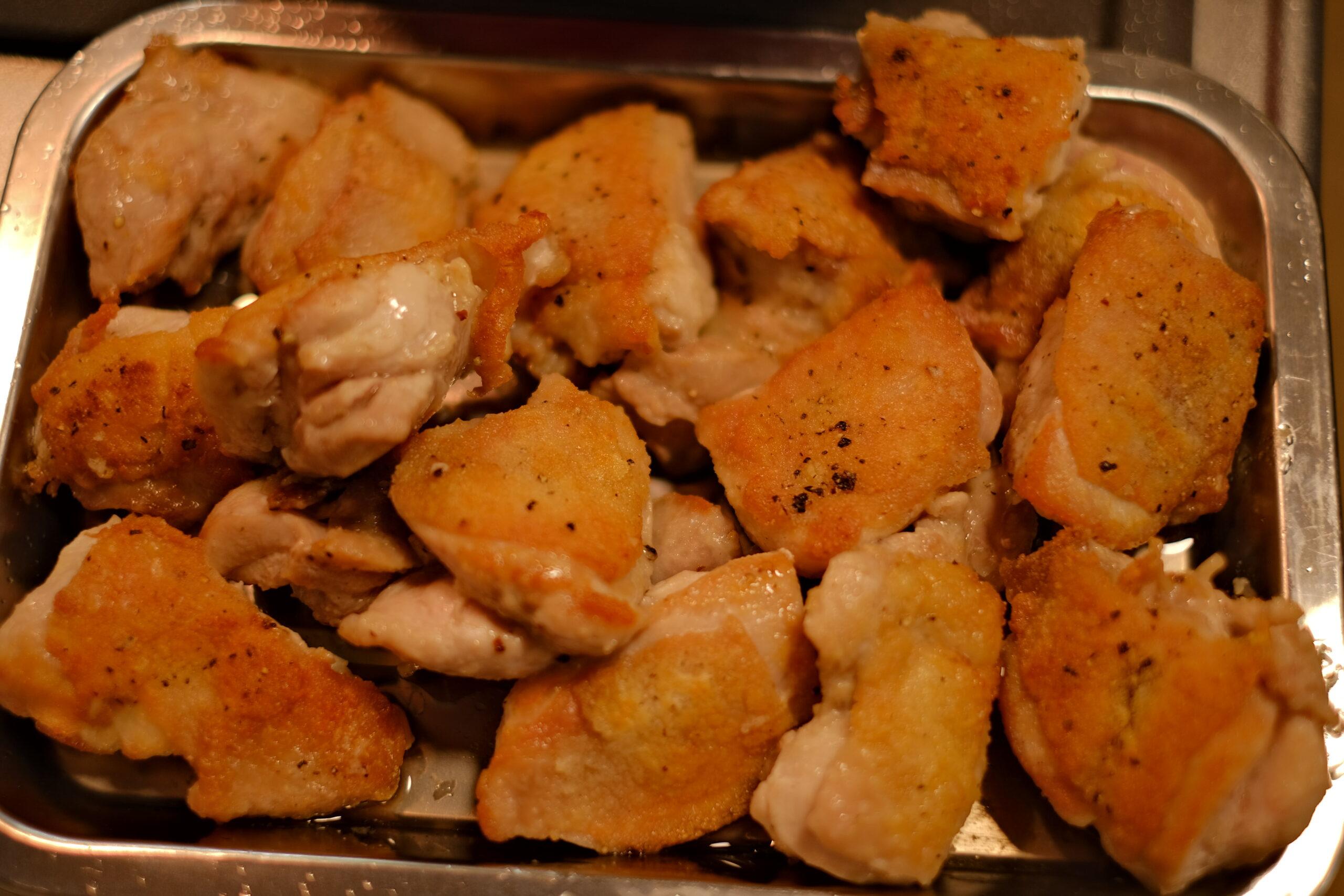 両面香ばしく焼いた鶏もも肉の画像です